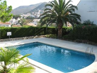 Apartment for 4 persons, with swimming pool , near the beach in Llanca - Llanca vacation rentals