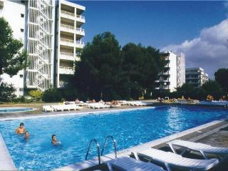 Attractive apartment for 4 persons, with swimming pool , near the beach in Salou - Costa Dorada vacation rentals
