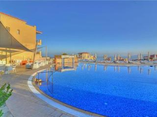 Newly built apartment for 2 persons, with swimming pool , in Latchi - Dhrousha vacation rentals