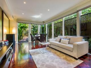 Exec Style XTRA BIG! 3 BR Townhouse - Melbourne vacation rentals