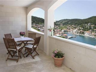Apartment for 2 persons near the beach in Brac - Pucisca vacation rentals