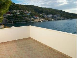 00807VINI  A2(4+2) - Vinisce - Central Dalmatia vacation rentals