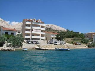 Apartment for 4 persons near the beach in Pag - Metajna vacation rentals