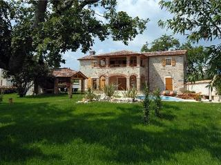 Renovated holiday house for 10 persons, with swimming pool , in Porec - Baderna vacation rentals