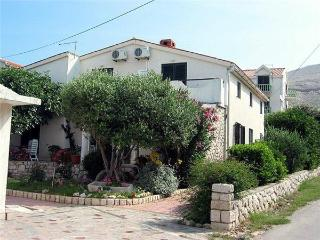 Apartment for 5 persons near the beach in Pag - Pag vacation rentals