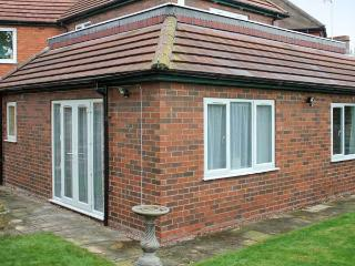 THE APARTMENT, single-storey annexe, close Lincoln cathedral and castle, Lincoln Ref 20832 - Lincoln vacation rentals