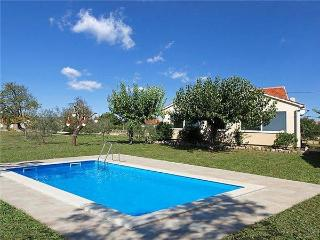 Holiday house for 6 persons, with swimming pool , in Zadar - Sukosan vacation rentals