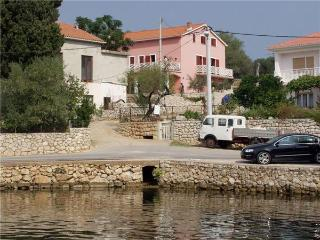 Apartment for 6 persons near the beach in Pag - Lun vacation rentals