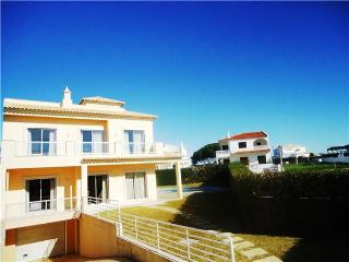 Holiday house for 8 persons, with swimming pool , near the beach in Galé - Albufeira vacation rentals