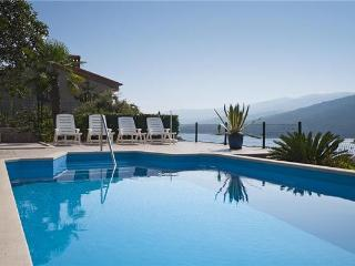Attractive apartment for 5 persons, with swimming pool , near the beach in Rabac - Istria vacation rentals