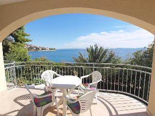 Attractive apartment for 4 persons near the beach in Trogir - Okrug Gornji vacation rentals