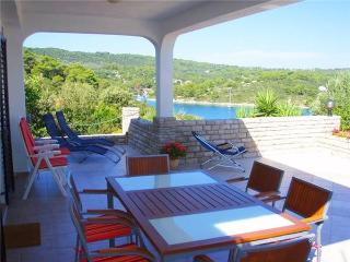 Apartment for 5 persons near the beach in Solta - Necujam vacation rentals