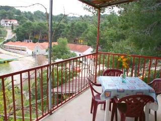 Attractive apartment for 4 persons near the beach in Solta - Grohote vacation rentals