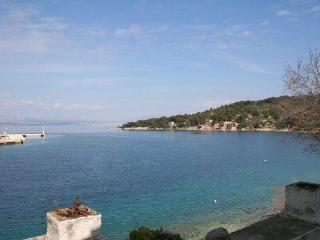 Apartment for 8 persons near the beach in Solta - Grohote vacation rentals