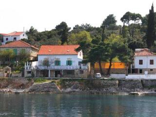Apartment for 2 persons near the beach in Solta - Grohote vacation rentals