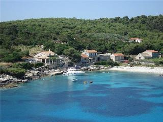 Attractive holiday house for 7 persons near the beach in Vis - Vis vacation rentals