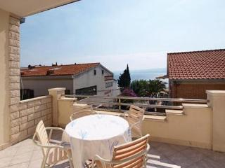 Apartment for 4 persons near the beach in Omis - Duce vacation rentals