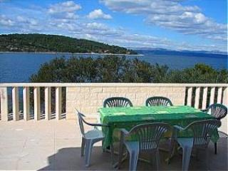 Apartment for 6 persons near the beach in Solta - Necujam vacation rentals