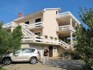 Apartment for 5 persons near the beach in Pag - Lun vacation rentals