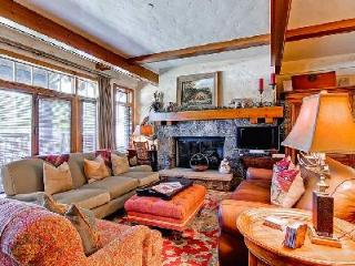 Self-catered ski-in/ski-out Snowcloud Lodge 2 with ensuite bedrooms & shared hot tub - Beaver Creek vacation rentals