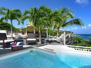 Modern Villa Escapade boasts splendid views, large pool & close to Marigot Bay - Marigot vacation rentals