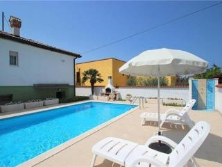 Holiday house for 8 persons, with swimming pool , near the beach in Umag - Umag vacation rentals