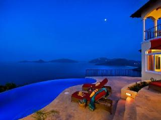 AnaCapri Estate - Spacious villa offers breathtaking panorama, infinity pool & great location - Tortola vacation rentals