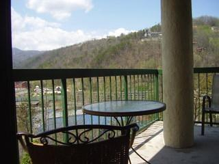 Corner balcony with view - Gatlinburg Chateau - 3 Bedroom Condo (506) - Gatlinburg - rentals