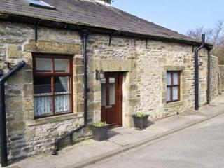 WATERSHED COTTAGE, end-terrace, stone-built, garden, pet-friendly, in Settle, Ref 22252 - North Yorkshire vacation rentals