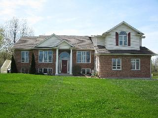 Country In The City- Niagara Falls 2 Bedroom Suite - Niagara Falls vacation rentals