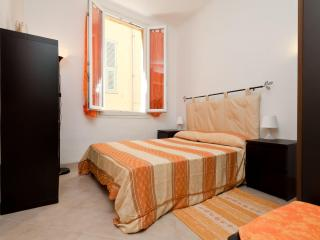 Cosy Apt. Old Town, 50m beaches, air condit, wifi - Nice vacation rentals