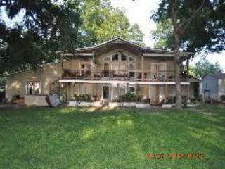 THE BEST PLACE TO STAY ON LAKE DUNLAP-BEAR HAUS - New Braunfels vacation rentals