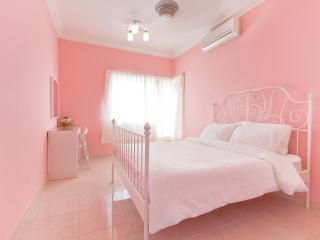 Very central, clean place at Malaysia Petaling - Petaling Jaya vacation rentals
