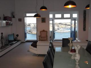 Awesome Valletta - stylish apt - breathtaking view - Valletta vacation rentals