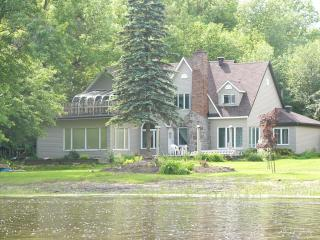 Aux Berges de l'Iles Garth, Bed and Breakfast - Bois-des-filion vacation rentals