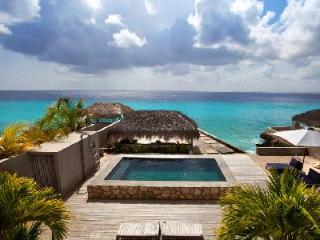 Oceanfront Punto Perfectowith panoramic views, saltwater pool & 12 min drive to town - Bonaire vacation rentals