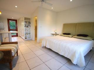 C06. Warwick Studio Cottage with Pool and Tennis - Bermuda vacation rentals