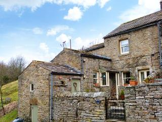 BROWN HILL COTTAGE, woodburning stove, close to pub and near to Reeth in Low Row, Ref 22378 - Swaledale vacation rentals