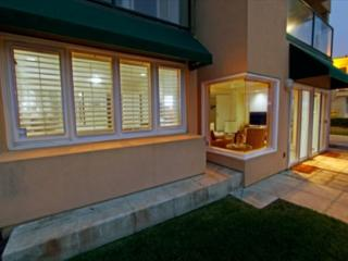 Relaxing oceanfront getaway- private patio, kitchen, fireplace, gas grill - San Diego vacation rentals