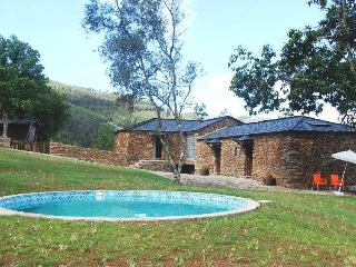 3bd cottage in beautiful scenery,near river beach - Cinfaes vacation rentals