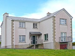 STRANACORCORAGH, sea views, by the coast, off road parking, with a shared garden, in Gweedore, Ref 17799 - County Donegal vacation rentals