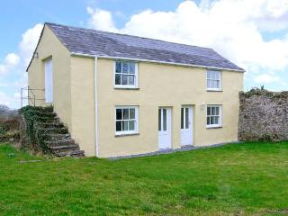 HONEYSUCKLE COTTAGE, detached, woodburner, off road parking, garden, in Carmarthen, Ref 22424 - Carmarthen vacation rentals