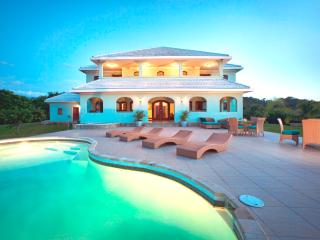 Casa Vista Verde, Award Winning Beachfront Villa! - Bay Islands Honduras vacation rentals