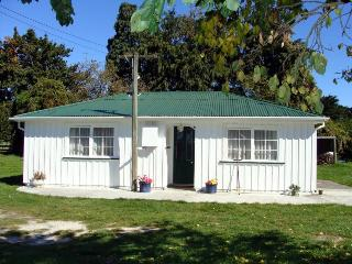 Kaikoura Farm Cottage - FREE entry to Farm Park - Canterbury vacation rentals