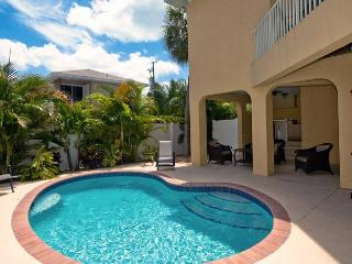 Carissa Villa 203: 3BR/2.5BA Luxury Home near Beach with Pool - Holmes Beach vacation rentals