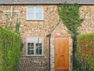 2 WATERING COTTAGES, pet-friendly, enclosed garden, countryside views, near Downham Market in West Dereham, Ref 17318 - Downham Market vacation rentals