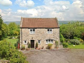 THE COACH HOUSE, country cottage, patio, pretty views, in Henton Ref 17932 - Oxfordshire vacation rentals