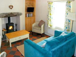 TYN Y BERTH close to beach, sea views, woodburning stove in Talsarnau, Ref 9670 - Talsarnau vacation rentals