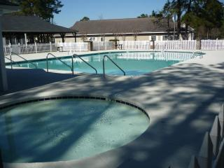MYRTLE BEACH 2 BED GOLF COURT 6 MILES TO BEACH, SEE DEAL FOR GOLFERS, FREE WIFI - Myrtle Beach vacation rentals