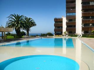 STUDIO CASCAIS ATRIUM - SEA VIEW AND SWIMING POOL - Cascais vacation rentals